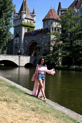 I am Georgiana Almaaz Couture Fashion Designer Romania Budapest | I've paired them with a wonderful pink cardigan from AlmaazCouture, that will easily transform